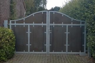 Stoere cortenstaal poort