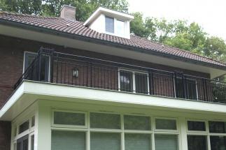 Klassieke balustrade jaren-30 woning